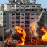 استهداف المؤسسات الإعلامية جريمة دولية جديدة في سجلات الاحتلال