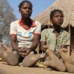 «الفادوما».. قبيلة إفريقية تعبد الأشجار وأقدامهم بلا أصابع
