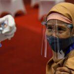 إندونيسيا تقدم خدمات طبية «عن بُعد» لمرضى كورونا مع تزايد الإصابات