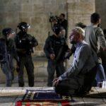 إصابة 90 فلسطينيا في مواجهات مع الاحتلال بعد إحياء ليلة القدر بالمسجد الأقصى