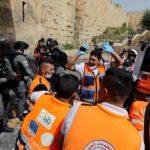 الهلال الأحمر الفلسطيني: أكثر من 180 إصابة خلال مواجهات الأقصى