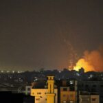 الاحتلال يجدد غاراته على غزة لليوم السادس وسط ارتفاع عدد الشهداء