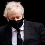 جونسون يلمح إلى إمكانية تخفيف القيود على السفر في بريطانيا