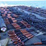 البحرية الأمريكية تصادر شحنة أسلحة في بحر العرب.. ومحلل يكشف هويتها