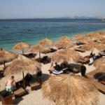 اليونان تعيد فتح شواطئها على أمل اجتذاب السائحين مجدد