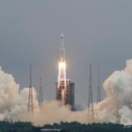 مراكز تتبع: حطام الصاروخ الصيني يدخل الغلاف الجوي في وقت مبكر الأحد