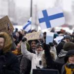 توقيف 50 شخصا في فنلندا خلال تظاهرة احتجاجا على قيود كورونا