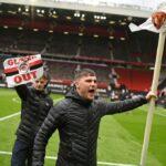 تأجيل مباراة مانشستر يونايتد وليفربول بعد اقتحام الجماهير للملعب