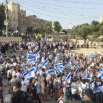 الشرطة الإسرائيلية تغير مسار مسيرة المستوطنين وتمنع مرورها من باب العامود