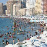 مصر.. توافد المواطنين على شواطئ الإسكندرية بعد إعادة فتحها