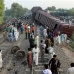 الشرطة: مقتل أكثر من 30 في اصطدام قطارين بجنوب باكستان