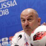 مدرب روسيا يتطلع للمباريات التالية بعد هزيمة ثقيلة