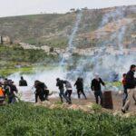إصابة عشرات الفلسطينيين في مواجهات مع الاحتلال بالضفة الغربية