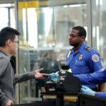 المراكز الأمريكية تخفف توصيات السفر إلى 61 دولة