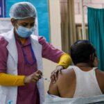 بلومبرج: توفير اللقاح والغذاء مجانا سيكلف الهند 11 مليار دولار إضافية