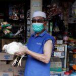 دجاج وأبقار وشقق.. محفزات للتشجيع على التطعيم ضد كورونا