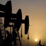 النفط يرتفع لليوم الثاني مع انخفاض المخزونات وشح المعروض