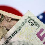 الدولار يتكبد خسائر بعد تعليقات تميل إلى التيسير النقدي من باول