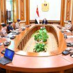 الرئيس المصري يجتمع بعدد من قادة القوات المسلحة