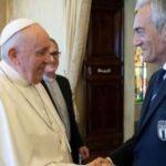 بابا الفاتيكان يلتقي رئيس الاتحاد الأوروبي لكرة القدم
