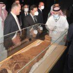 وزير الإعلام السعودي المكلف يزور المتحف القومي للحضارة المصرية