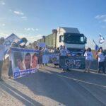مستوطنون يغلقون الطرقات أمام الشاحنات عند معبر تجاري مع غزة