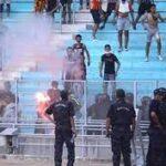 شغب الجماهير يتسبب في تأجيل مباراة الترجي والأهلي