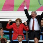 ميركل تدعم منتخب ألمانيا أمام البرتغال عن بعد