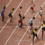 بريطانيا تفوز بسباق التتابع المختلط أربعة في 100 متر برقم عالمي