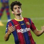 برشلونة يعلن إعارة لاعبه ترينكاو إلى وولفرهامبتون