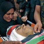 الاحتلال يهاجم موكب الشهيد عوض.. مئات الإصابات في الضفة الغربية