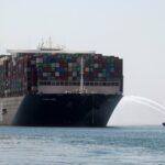 سفينة الحاويات إيفر جيفن تغادر المياه المصرية
