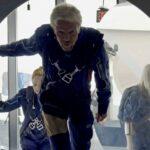 الملياردير ريتشارد برانسون ينطلق في أول رحلة سياحية إلى الفضاء