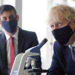 جونسون يدعو إلى التزام الحذر مع رفع القيود الصحية بإنجلترا