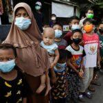 الإندونيسيون يحتفلون بعيد الأضحى في ظل قيود كورونا
