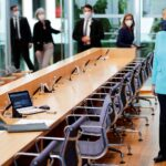 المستشارة الألمانية تدعو إلى تعزيز القيود على برامج التجسس