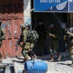 إصابة فلسطينيين خلال مواجهات عنيفة مع الاحتلال بالخليل