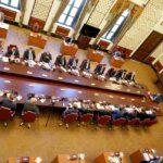 رئيس الوزراء العراقي يجتمع بخلية الأزمة للطاقة الكهربائية