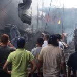 السيطرة على حريق هائل بوسط غزة جراء انفجار سوق الزاوية