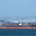 مقتل اثنين من طاقم سفينة تعرضت لهجوم في بحر العرب