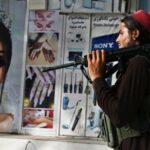 لا ضوء في نهاية النفق.. طالبان تعيد فرض قيود صارمة على النساء