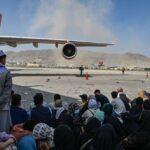 أفغانستان.. فوضى عارمة حول مطار كابول وبطء عمليات الإجلاء