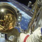 رائدا فضاء روسيان ينظمان جولة في وحدة أخرجت المحطة الدولية عن مسارها