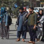 ارتفاع الأسعار واستمرار إغلاق البنوك يزيدان مأساة سكان كابول
