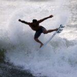 ذهبية فيريرا تنعش جنة ركوب الأمواج في البرازيل وسط الوباء