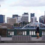 فيكتوريا تفرض سادس عزل عام مع توسيع أستراليا قيود كورونا