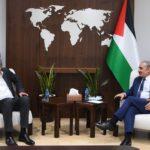 «اشتية» يطالب المجتمع الدولي بالضغط على إسرائيل لوقف الاستيطان