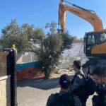عشرات المستوطنين يقتحمون الأقصى.. وجرافة إسرائيلية تهدم حضانة أطفال بالقدس