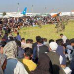 أفغانستان.. حشود حول المطار مع استمرار عمليات إجلاء الأجانب