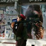 تشويه صور النساء على الواجهات مع خضوع كابول لحكم طالبان